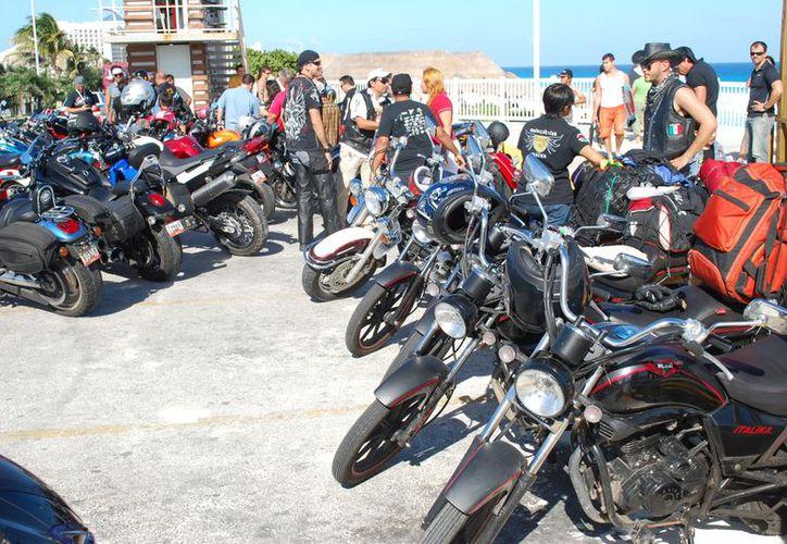 """Se volverán a reunir en los primeros días de enero para llevar a cabo el evento """"Los Reyes Motociclistas"""", que es una colecta de juguetes nuevos. (Jesús Tijerina/SIPSE)"""