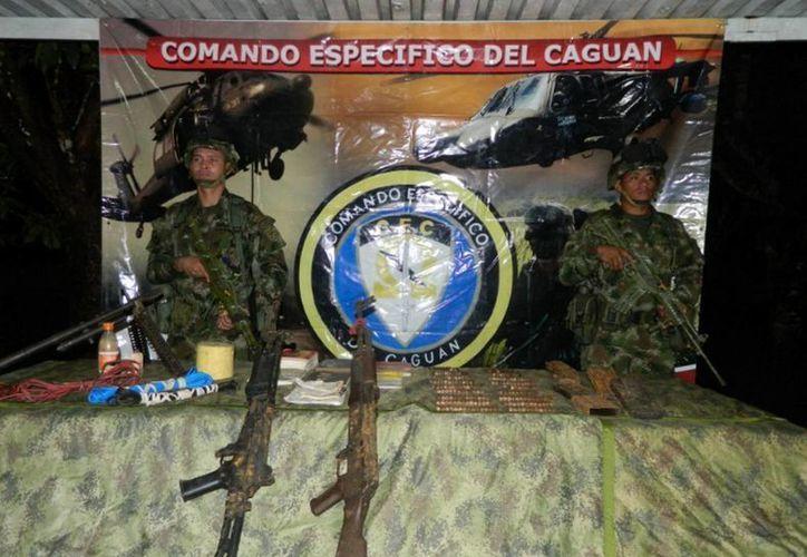Presentación de las minas antipersonales aseguradas por militares a la guerrilla de las FARC, (Foto: Notimex)