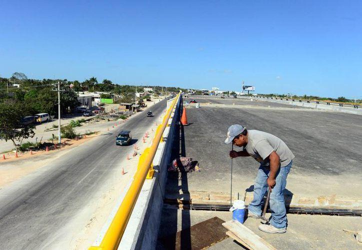 El presupuesto en obra pública aumentó en 300 mdp respecto a 2013. (Milenio Novedades)