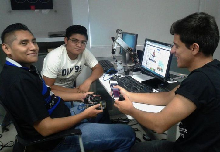 Los alumnos del Instituto Tecnológico de Cancún realizaron el prototipo en dos semanas. (Victoria González/SIPSE)