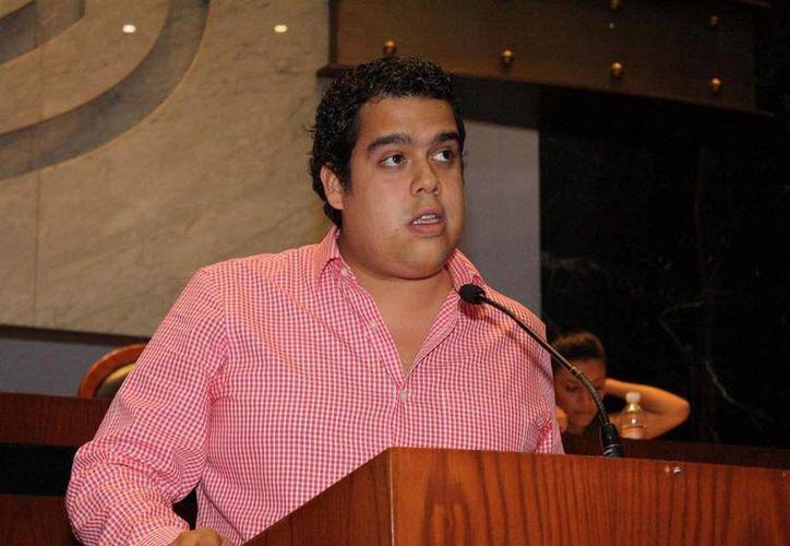 Al parecer Ángel Aguirre Herrera, hijo del gobernador con licencia, Ángel Aguirre Rivero, es el mejor posicionado en las encuestas rumbo a las elecciones para alcalde de Acapulco. (periodicosupremo.com.mx)