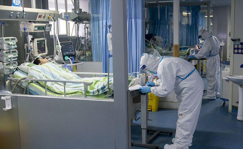 El médico que falleció regresó de su retiro para atender a pacientes infectados con el coronavirus. (Foto: Xinhua/Notimex).
