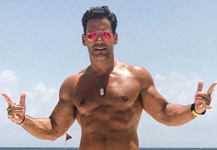 El actor compartió imágenes con su esposa, la también actriz Angélica Castro. (Instagram)