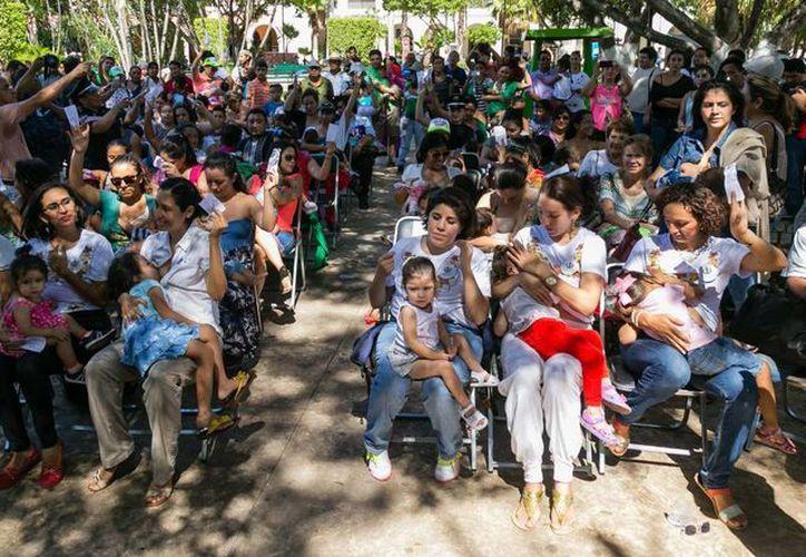 El DIF Yucatán fomenta la alimentación de los bebés con leche materna. (Cortesía/DIF Yucatán)