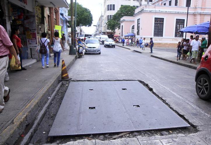 Mérida cuenta con 900 registros en calles y banquetas, 150 de ellos sin las medidas de seguridad adecuadas para peatones y transeúntes. (Milenio Novedades)