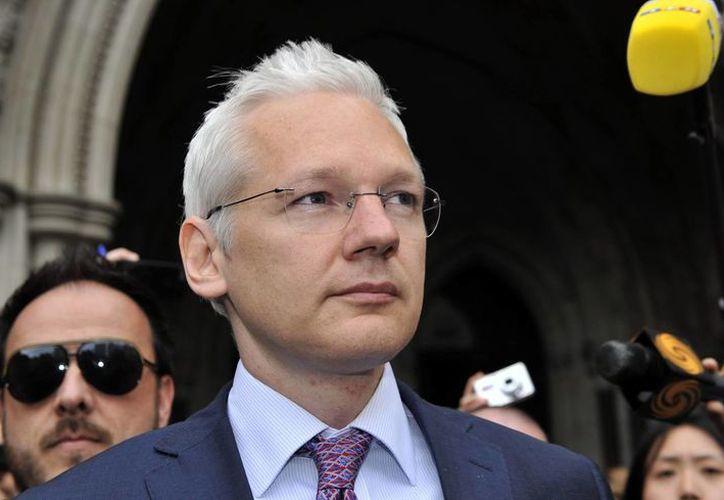 Assange continúa bajo asilo político en la embajada ecuatoriana en Londres. (Archivo/EFE)