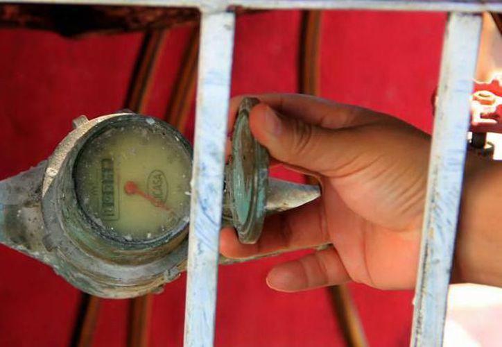 Los antiguos medidores están hechos con bronce, por lo que resultan 'atractivos' a los ojos de los ladrones. (Milenio Novedades)