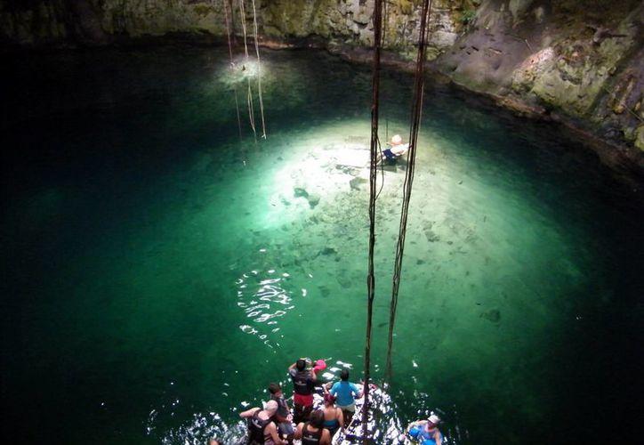 La contaminación y sobreexplotación de las reservas de agua dulce que presenta la Cuenca Península de Yucatán han generado una falsa idea de que se mantiene sin problemas. Investigadores piden a la población mayor interés por el cuidado del agua. (Milenio Novedades)
