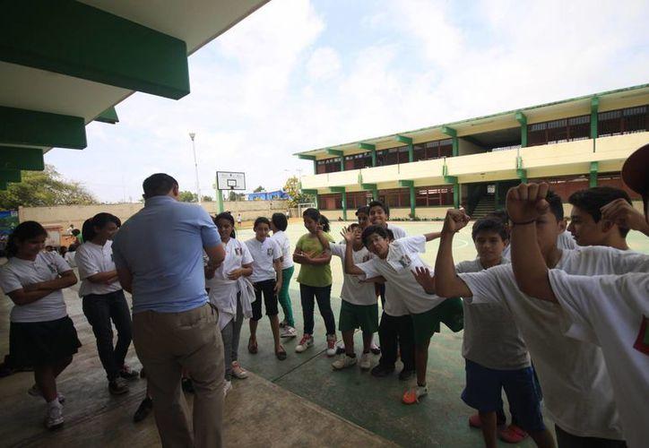 El mentor continúa en su cargo; los estudiantes están expuestos a ser objeto de una nueva agresión física. (Juan Palma/SIPSE)