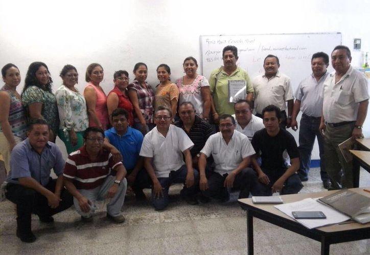 Los 21 docentes fueron certificados para perfeccionar el dominio de la lengua y mejorar su desempeño escolar. (Gerardo Amaro/SIPSE)