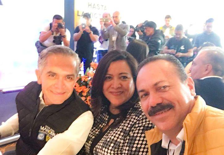Estuvo en la mesa del doctor Miguel Ángel Mancera, ex jefe de gobierno de la Ciudad de México. (Redacción)