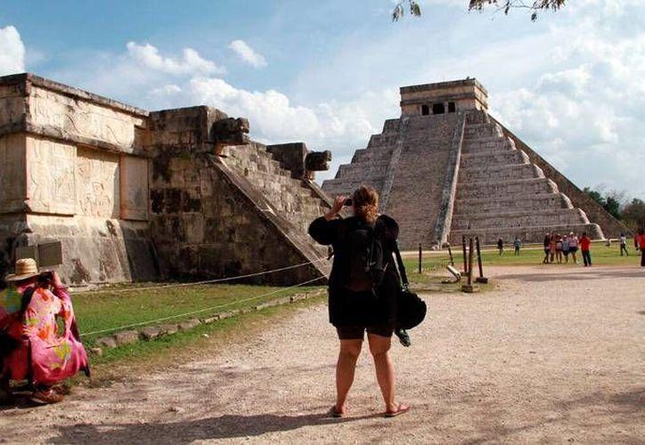 Una de las estructuras mayas incluida en el museo virtual que 'construye' el INAH es el Castillo de Kulkulcán, en Chichén Itza, maravilla del mundo moderno. (Milenio Novedades)