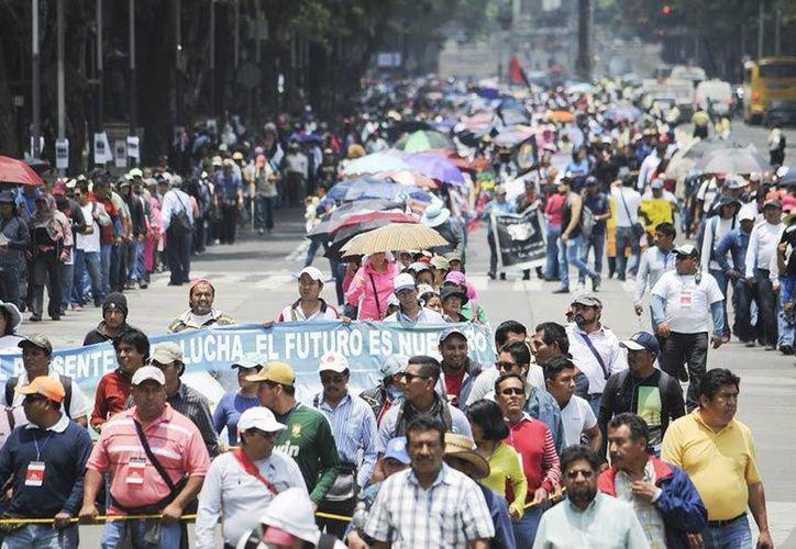 Los bloqueos de los integrantes de la CNTE han afectado a empresarios de Oaxaca, Chiapas, Guerreo y Michoacán. (twitter.com/Reporte_Indigo)