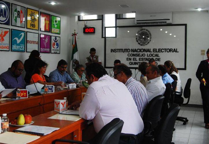 El INE repartió los lugares para promover su campaña electoral a los partidos políticos que participan. (Harold Alcocer/SIPSE)