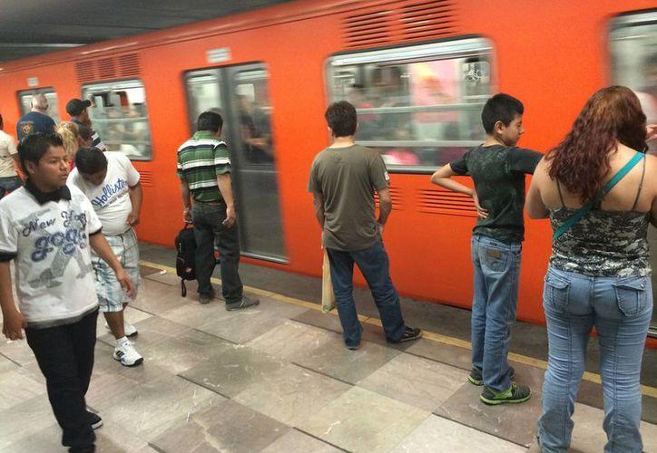 Las autoridades capitalinas continúan revisando los contratos de construcción de la Línea 12 para verificar el apego a las normas. (Archivo/Notimex)