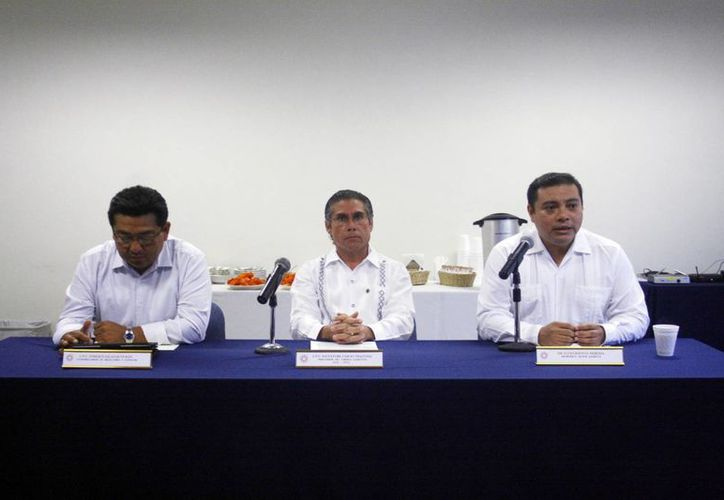 Imagen de la conferencia de prensa del Colegio de Contadores Públicos. Señalan que las nuevas prácticas fiscales entraron en vigor este mes. (Milenio Novedades)