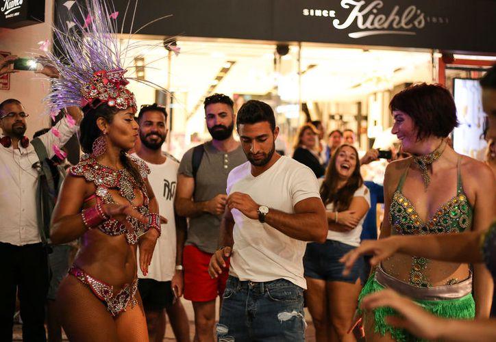 Más de cuatro mil turistas y residentes disfrutaron del Carnaval en Playa del Carnaval. (Foto: Redacción)