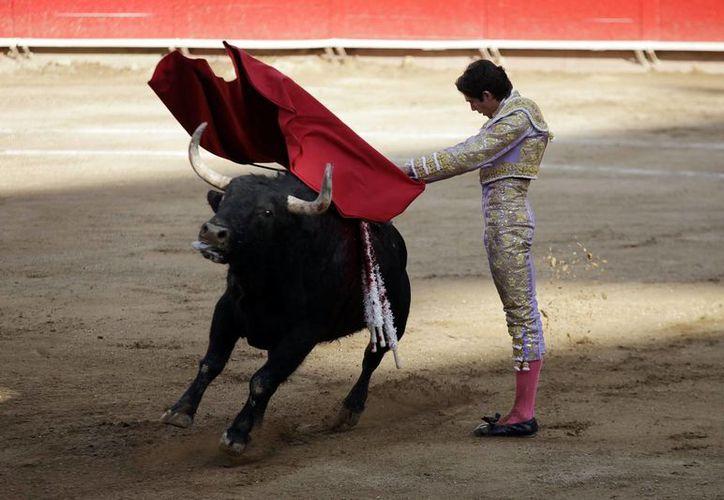 El matador francés se sintió muy a gusto con el primer toro que le tocó. (Notimex)