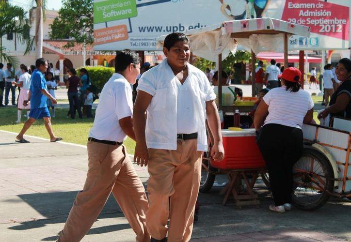 Tener la información adecuada, así como la alimentación puede actuar contra enfermedades que se desarrollan a causa de la obesidad. (Juan Carlos Gómez/SIPSE)