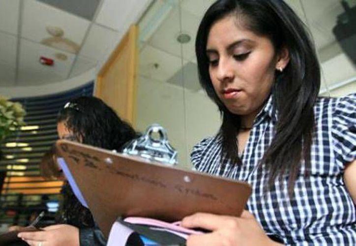 La ENOE reportó que el porcentaje de mujeres profesionistas ocupadas en el país en el primer trimestre de 2013 es de 42.6 por ciento. (eleconomista.com.mx)