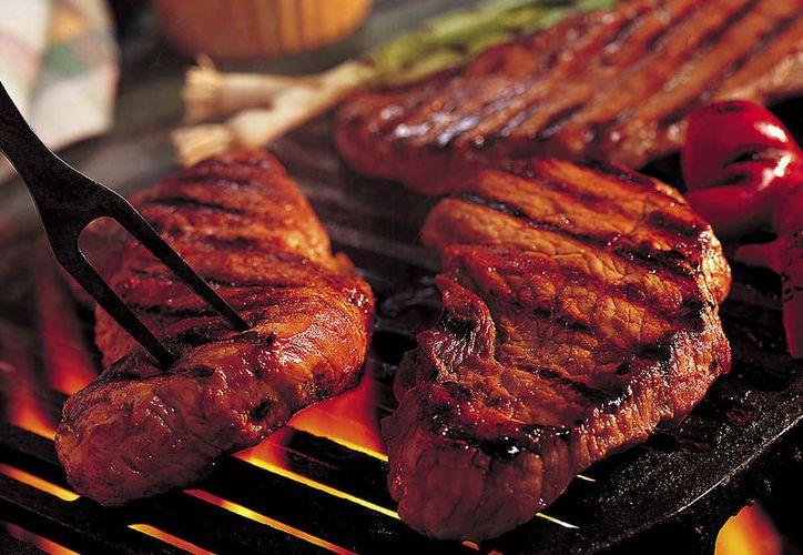 Comer en exceso carnes rojas puede provocar que el ácido úrico se eleve en el cuerpo. (Foto: Contexto)