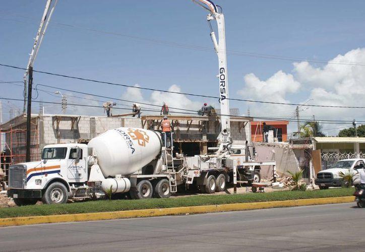 La industria de la construcción se vio afectada por el incremento al IVA, que se homologó con la Reforma Hacendaria, pero sin tomar en cuenta las condiciones de la zona sur de Quintana Roo. (Harold Alcocer/SIPSE)