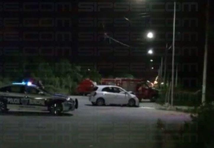 Testigos afirman que fue la falta de precaución vial del auto particular la que ocasionó el accidente. (Foto: Redacción/SIPSE).