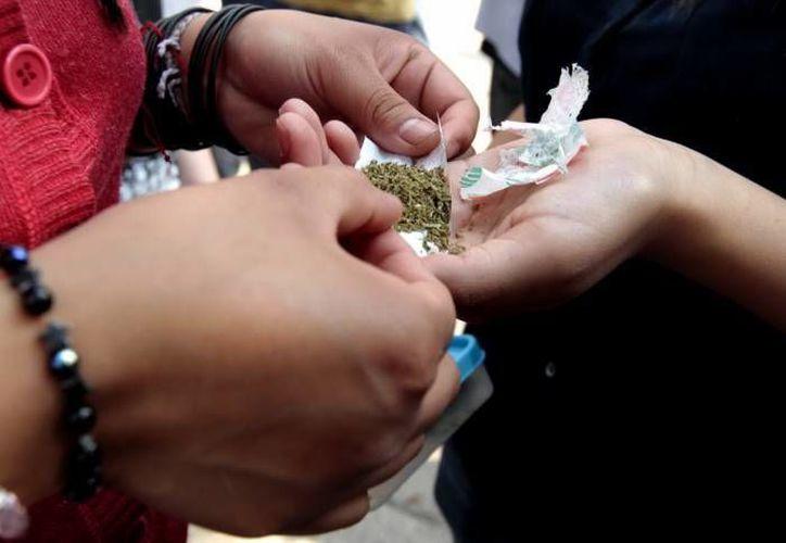 Los jóvenes son más vulnerables al consumo de la marihuana. (Archivo/SIPSE)