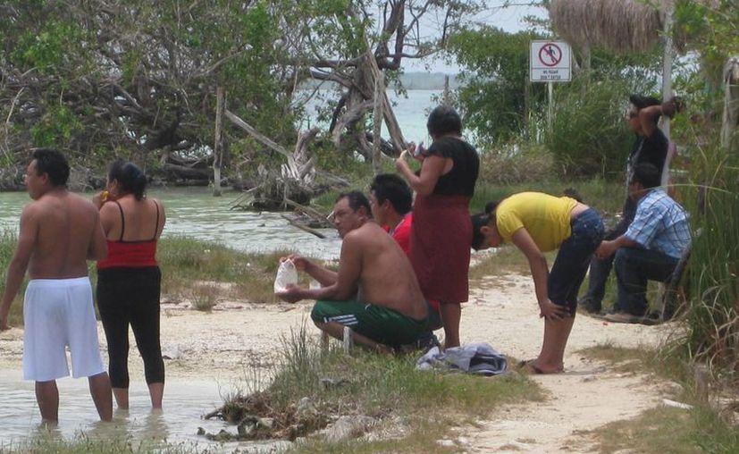 Algunas áreas de Bacalar se ven afectadas por  el turismo. (Javier Ortiz/SIPSE)