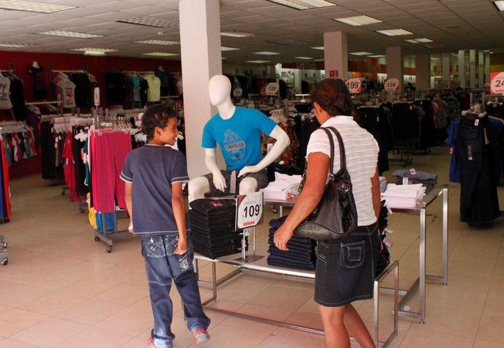 Ofertas con tope del 50% se brindarán en tres mil 500 establecimientos del sur estatal, pero aún priva desánimo comercial. (Enrique Mena/SIPSE)