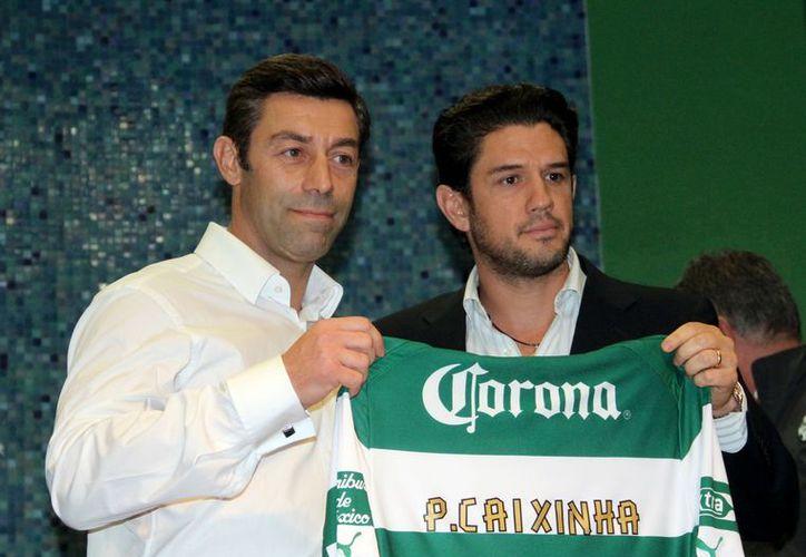 Alejandro Irarragorri (i) con Pedro Miguel Faria Caixinha. (Notimex)