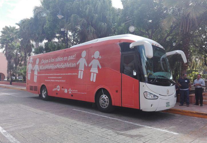 El Autobús de la Libertad llegó a Mérida para pedir a los gobiernos que no promuevan la llamada ideología de género. (Iván Duarte/SIPSE)