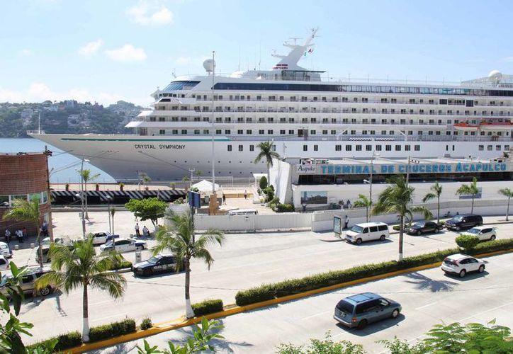 Según la naviera Princess Cruises, el mercado mexicano es uno de los mejores de América Latina. En la imagen, el crucero Norwegian Cruise Star en Acapulco, uno de sus itinerarios. (Archivo/(Notimex)