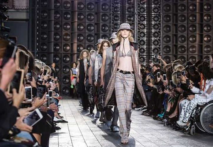 El consejo de moda británico vetó la inclusión de prendas con pieles animales. (London Fashion Week)