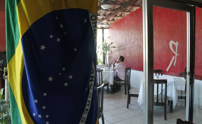 En ocasiones los 15 brasileños que residen en Cancún, se juntan para celebrar fechas conmemorativas de su nación. (Redacción/SIPSE)