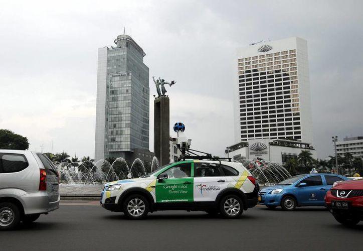 """Una cámara de """"street view"""" sobre un coche de Google circulando por las calles de Yakarta, Indonesia. (EFE/Archivo)"""