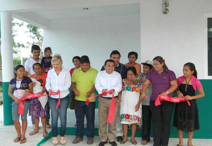 El alcalde encabezó el corte del listón inaugural. (Raúl Balam/SIPSE)