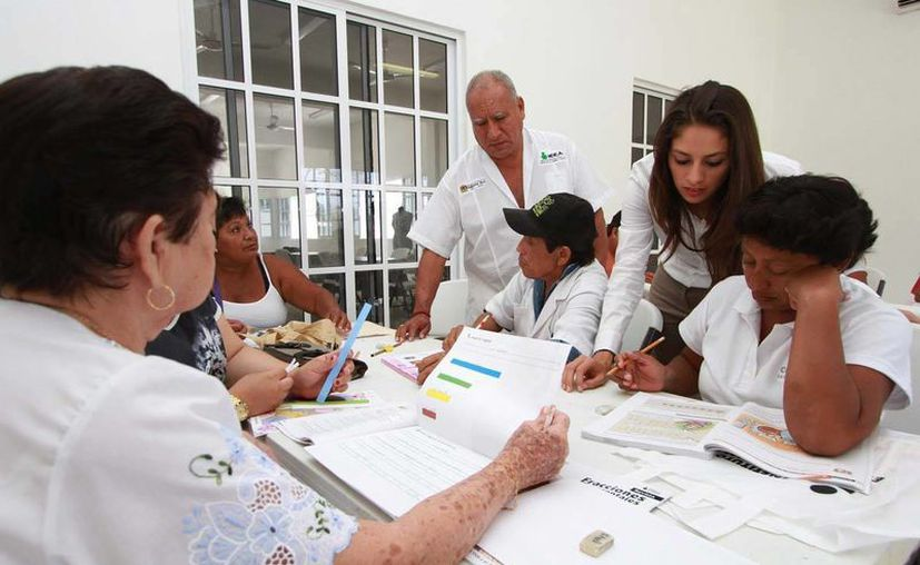 """Los cursos se imparten en las instalaciones del Centro de Desarrollo Comunitario """"Adolfo López Mateos"""". (Cortesía/SIPSE)"""