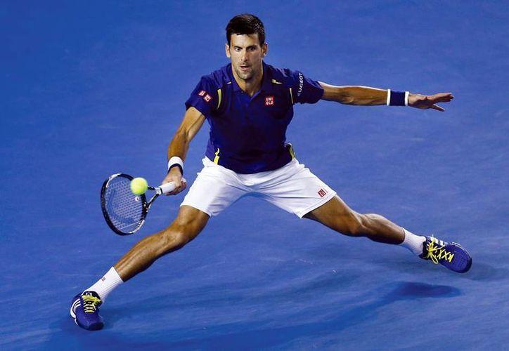 Novak Djokovic mantuvo su racha ganadora en el Abierto de Australia, en el que ya suma 37 triunfos en 38 partidos. Se enfrentará a Roger Federer en la semifinal. (AP)