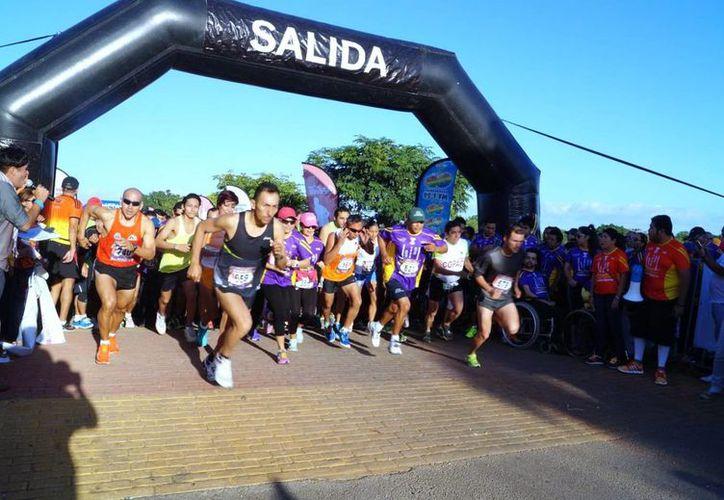 imagen de la salida de deportistas en la Carrera del Crit 2014. (Milenio Novedades)