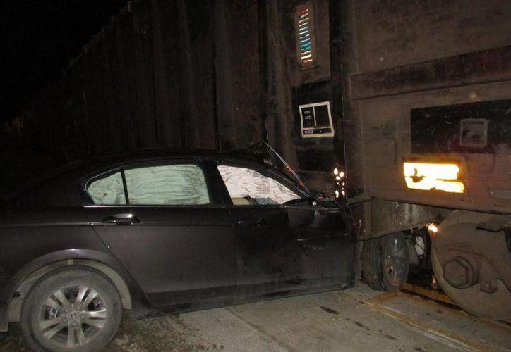 En estas condiciones quedó el vehículo en el que viajaban Cleyver y su hermano Hugo. (Emmanuel Palomo/SIPSE)