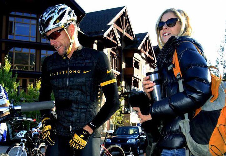 En un principio Anna Hansen se echó la culpa de un accidente cometido por su novio, Lance Armstrong, pero éste finalmente aceptó ser responsable de un choque. (nypost.com/Foto de archivo)
