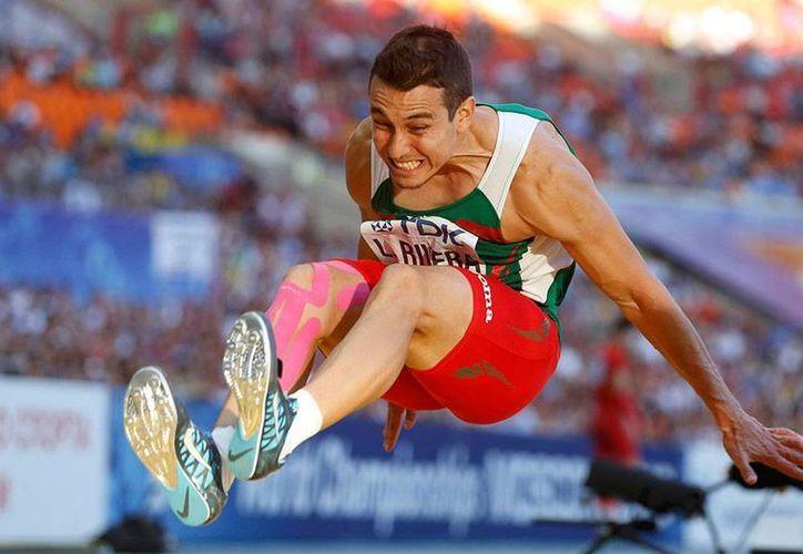 Rivera, que suma su segunda medalla de la temporada, fue superado por el griego Louis Tsatoumas. (Excélsior)