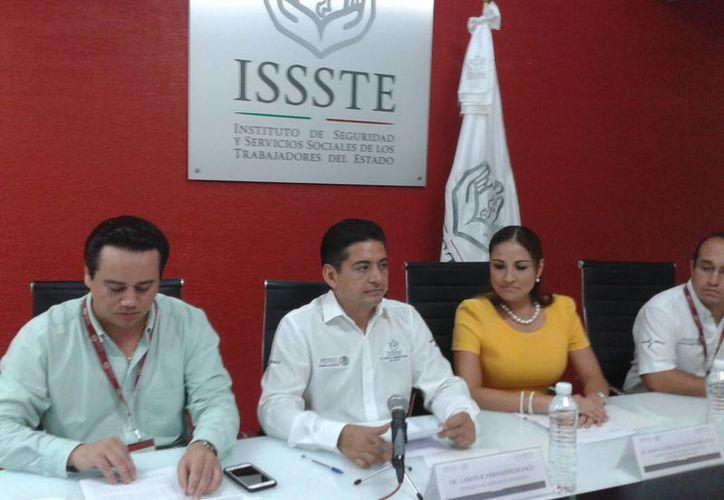 En conferencia de prensa, Carlos Hernández Blanco, delegado del Instituto, informó los hechos. (Ángel Castilla/SIPSE)