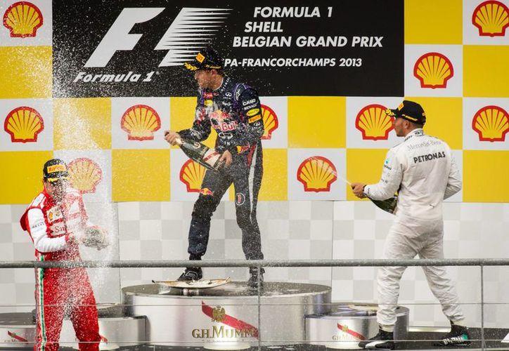 Vettel se impuso al español Alonso y a Hamilton. (Agencias)