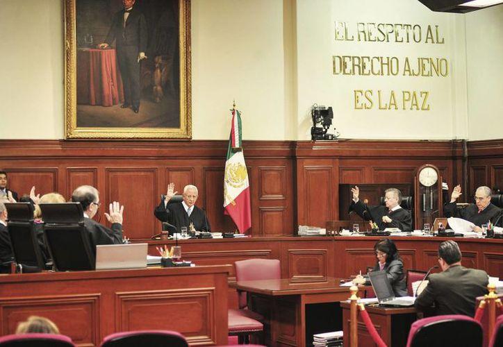Tras la negativa de la Suprema Corte de atraer el amparo para Elba Esther Gordillo, el asunto queda ahora en manos de un tribunal determinar si le concede ese beneficio. (Archivo/Notimex)