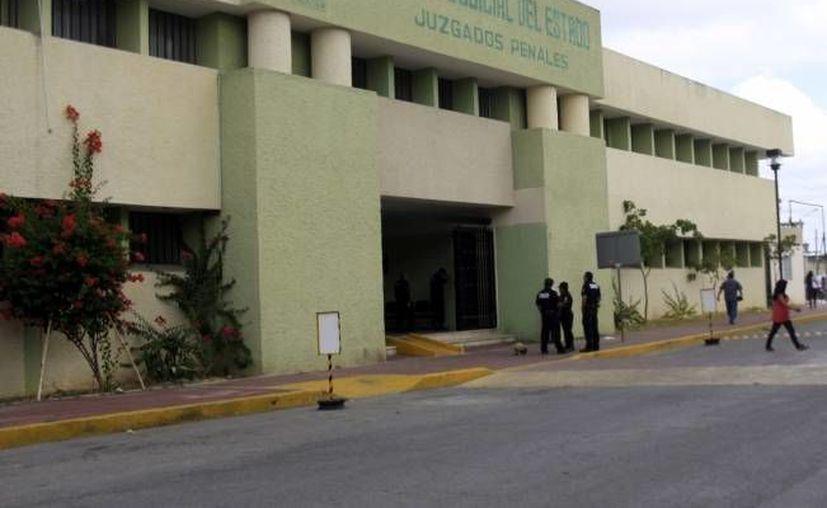Las salas orales estarán ubicadas frente a los juzgados penales, cuya fachada se aprecia en esta foto. (SIPSE/Archivo)