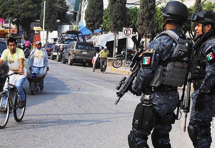 El comisario ejidal asegura que las personas que ellos detuvieron fueron entregadas a la Gendarmería Nacional. Fotografía de federales como parte del operativo de seguridad en Chilapa. (Excelsior)