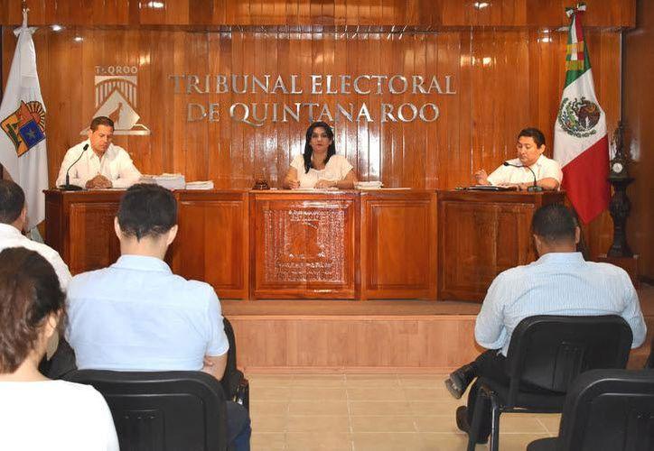 El Ieqroo se encarga de integrar, sustancias y requerir las pruebas, mientras que el Tribunal Electoral es quien resuelve con alguna sanción o absolución, (Joel Zamora/SIPSE)