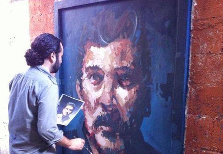 El artista realizó un cuadro en una convivencia en el arte con el público.(facebook.com/rodolfobaezaart)
